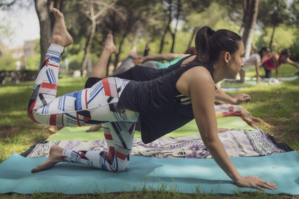 Espacio Namaste, haciendo Yoga en exterior con sus alumnos